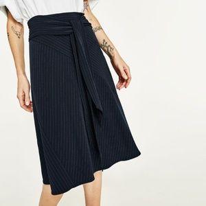 Super chic Zara navy pinstripe skirt with belt